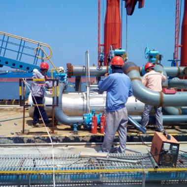 港口某油储企业码头装卸区现场